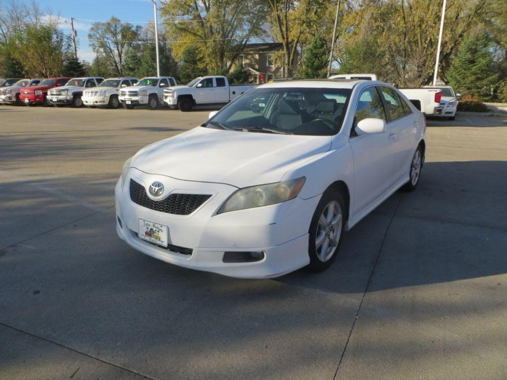 2008 WHITE TOYOTA CAMRY CE (4T1BE46K68U) with an 2.4L engine, Automatic transmission, located at 908 SE 14th Street, Des Moines, IA, 50317, (515) 281-0330, 41.580303, -93.597046 - Photo #0