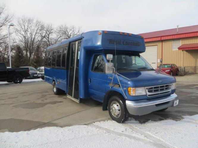 1998 BLUE FORD ECONOLINE E450 SUPER DUTY (1FDXE40S5WH) with an 6.8L engine, Automatic transmission, located at 908 SE 14th Street, Des Moines, IA, 50317, (515) 281-0330, 41.580303, -93.597046 - Photo #2