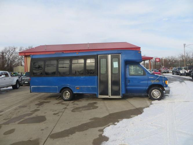 1998 BLUE FORD ECONOLINE E450 SUPER DUTY (1FDXE40S5WH) with an 6.8L engine, Automatic transmission, located at 908 SE 14th Street, Des Moines, IA, 50317, (515) 281-0330, 41.580303, -93.597046 - Photo #3