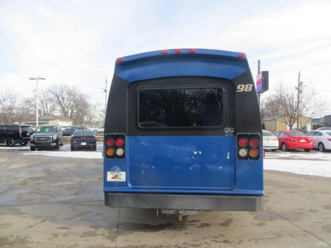 1998 BLUE FORD ECONOLINE E450 SUPER DUTY (1FDXE40S5WH) with an 6.8L engine, Automatic transmission, located at 908 SE 14th Street, Des Moines, IA, 50317, (515) 281-0330, 41.580303, -93.597046 - Photo #5