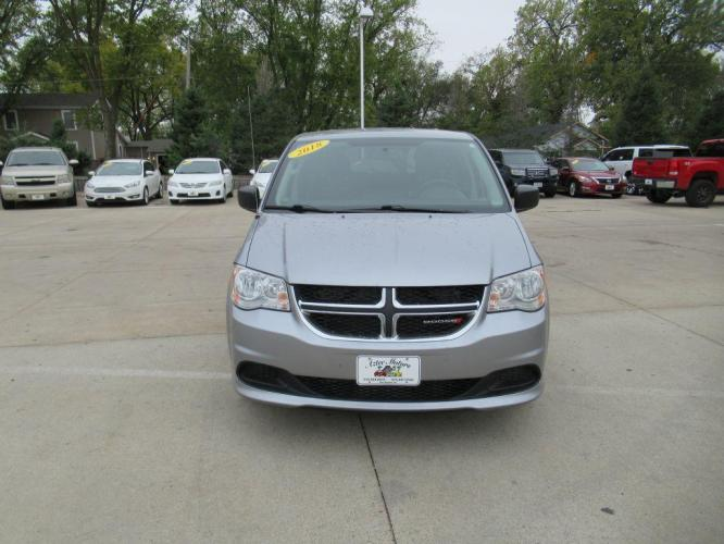 2018 GREY DODGE GRAND CARAVAN SE (2C4RDGBG6JR) with an 3.6L engine, Automatic transmission, located at 908 SE 14th Street, Des Moines, IA, 50317, (515) 281-0330, 41.580303, -93.597046 - Photo #1