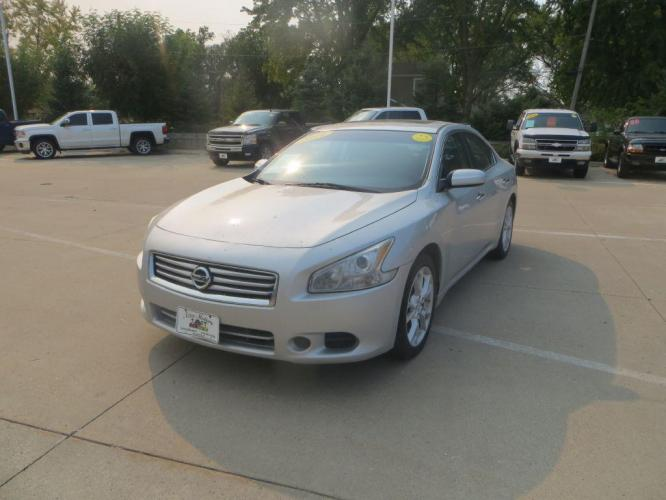 2014 SILVER NISSAN MAXIMA S (1N4AA5AP1EC) with an 3.5L engine, Automatic transmission, located at 908 SE 14th Street, Des Moines, IA, 50317, (515) 281-0330, 41.580303, -93.597046 - Photo #0
