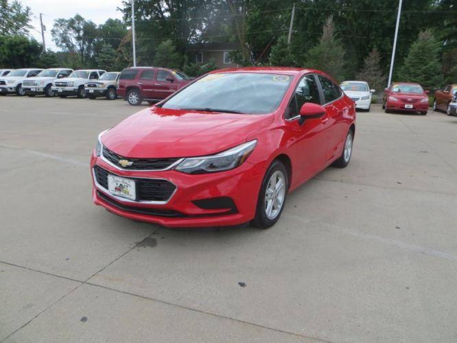 2017 RED CHEVROLET CRUZE LT (1G1BE5SM8H7) with an 1.4L engine, Automatic transmission, located at 908 SE 14th Street, Des Moines, IA, 50317, (515) 281-0330, 41.580303, -93.597046 - Photo #0