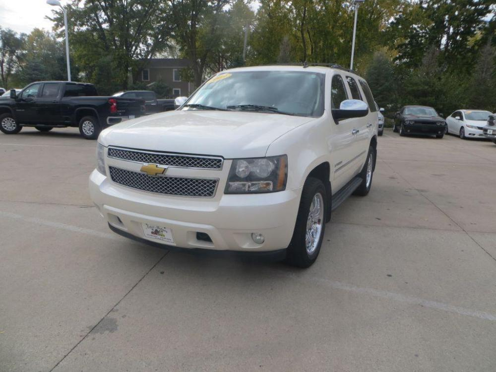 2009 WHITE CHEVROLET TAHOE 1500 LTZ (1GNFK33079R) with an 5.3L engine, Automatic transmission, located at 908 SE 14th Street, Des Moines, IA, 50317, (515) 281-0330, 41.580303, -93.597046 - Photo #0