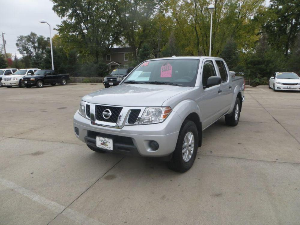 2016 SILVER NISSAN FRONTIER SV (1N6AD0EV9GN) with an 4.0L engine, Automatic transmission, located at 908 SE 14th Street, Des Moines, IA, 50317, (515) 281-0330, 41.580303, -93.597046 - Photo #0
