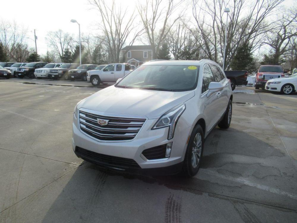 2018 SILVER CADILLAC XT5 LUXURY (1GYKNCRS8JZ) with an 3.6L engine, Automatic transmission, located at 908 SE 14th Street, Des Moines, IA, 50317, (515) 281-0330, 41.580303, -93.597046 - Photo #0