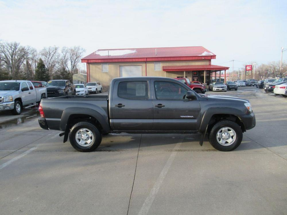 2014 GREY TOYOTA TACOMA DOUBLE CAB PRERUNNER (3TMJU4GN2EM) with an 4.0L engine, Automatic transmission, located at 908 SE 14th Street, Des Moines, IA, 50317, (515) 281-0330, 41.580303, -93.597046 - Photo #19