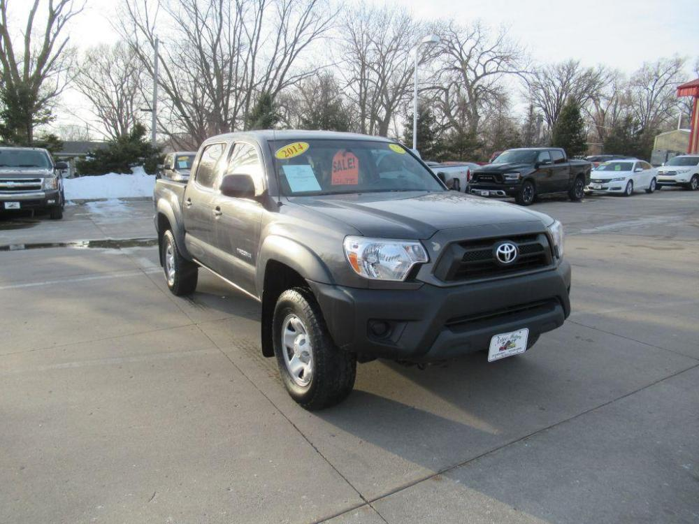 2014 GREY TOYOTA TACOMA DOUBLE CAB PRERUNNER (3TMJU4GN2EM) with an 4.0L engine, Automatic transmission, located at 908 SE 14th Street, Des Moines, IA, 50317, (515) 281-0330, 41.580303, -93.597046 - Photo #20