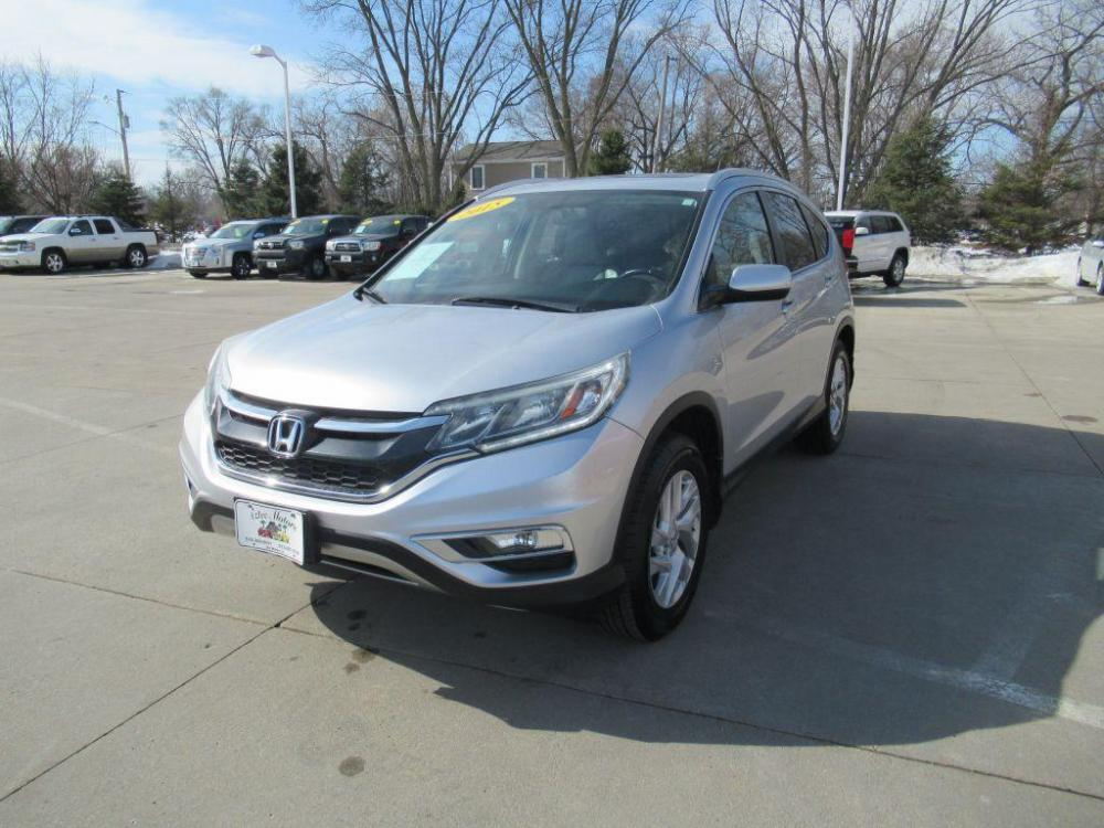 2015 SILVER HONDA CR-V EXL (2HKRM4H70FH) with an 2.4L engine, Continuously Variable transmission, located at 908 SE 14th Street, Des Moines, IA, 50317, (515) 281-0330, 41.580303, -93.597046 - Photo #0