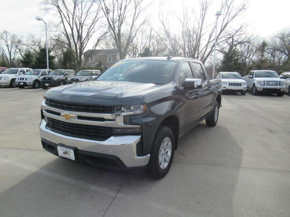 2019 DARK B CHEVROLET SILVERADO CREW CAB LT (3GCUYDED7KG) with an 5.3L engine, Automatic transmission, located at 908 SE 14th Street, Des Moines, IA, 50317, (515) 281-0330, 41.580303, -93.597046 - Photo #0