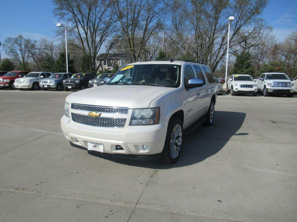 2011 WHITE CHEVROLET SUBURBAN 1500 LTZ (1GNSKKE32BR) with an 5.3L engine, Automatic transmission, located at 908 SE 14th Street, Des Moines, IA, 50317, (515) 281-0330, 41.580303, -93.597046 - Photo #0